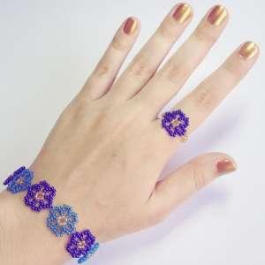 Браслет и кольцо из бисера Цветочек